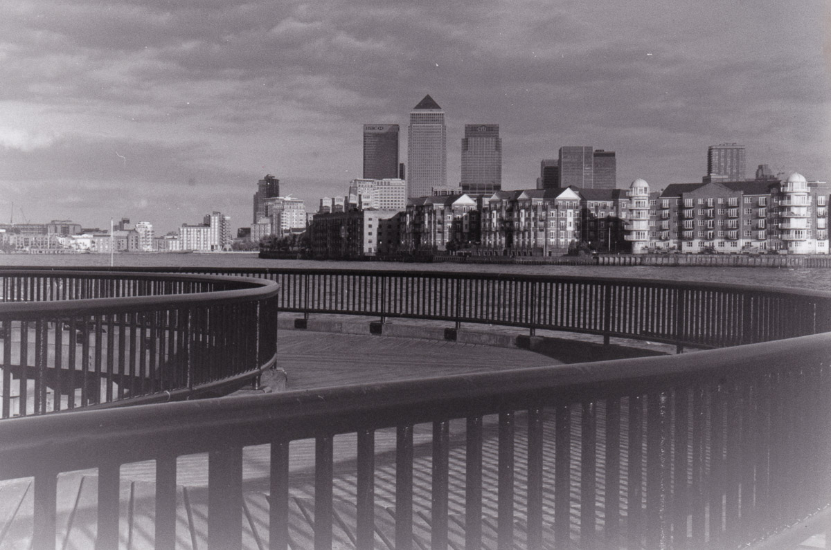 London Canary Wharf in black and white